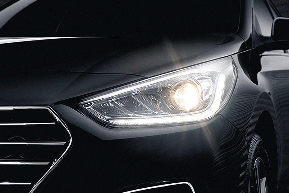 Hyundai Verna Images Check Interior Exterior Pics Gaadi