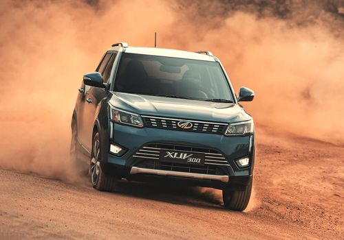 Mahindra XUV300 W8 Option Dual Tone Diesel